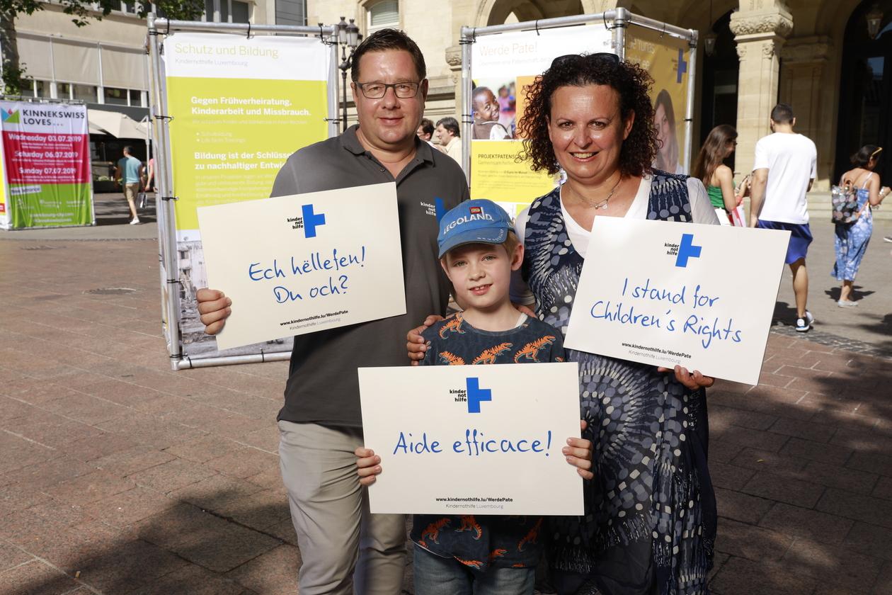 Kindernothilfe Luxembourg Op Der Place D'Armes (29