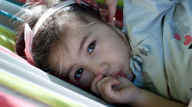 Sucer son pouce permettrait de prévenir des allergies