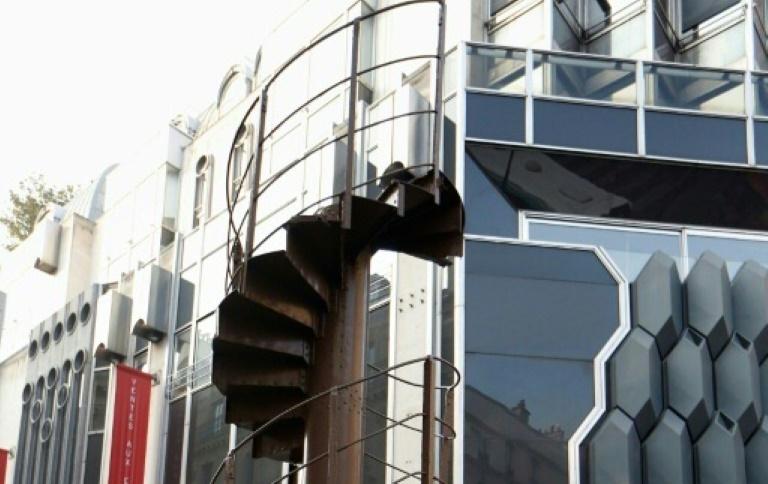 Un demi-million d'euros pour un bout d'escalier de la tour Eiffel