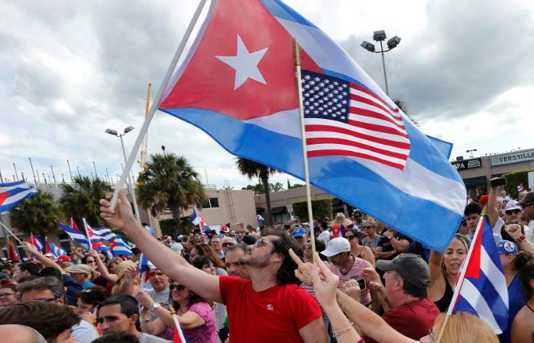 Obama et Hollande n'assisteront pas aux funérailles — Fidel Castro