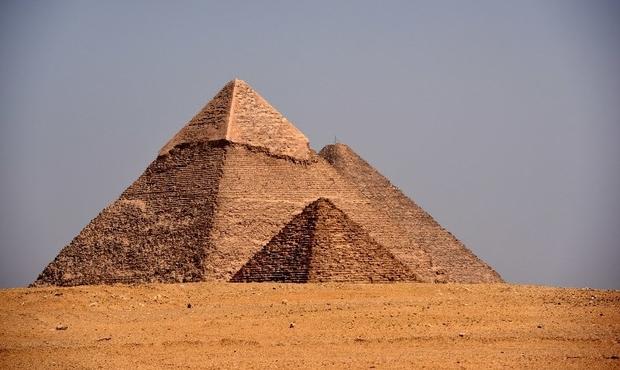 Egypte : les vestiges d'une pyramide de 3.700 ans découverts dans le sable