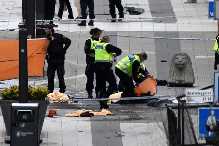 Au moins trois morts dans un attentat au camion à Stockholm