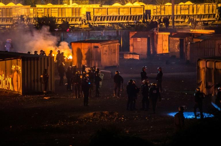 Un camp de migrants détruit par un incendie en France