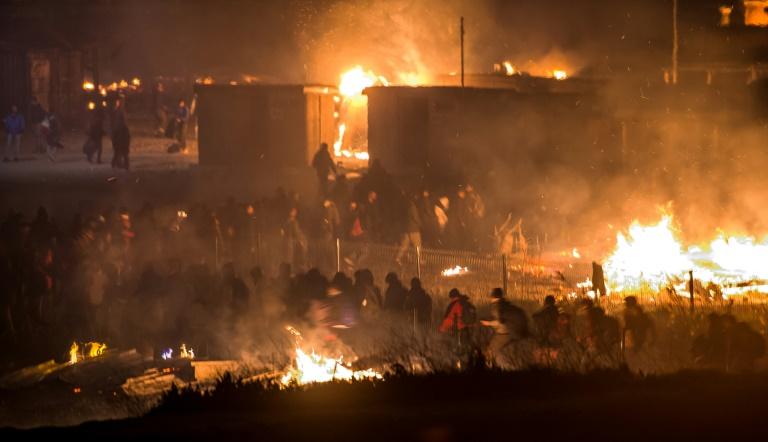 Le camps de la Grande Synthe disparait au milieu des flammes — Migrants