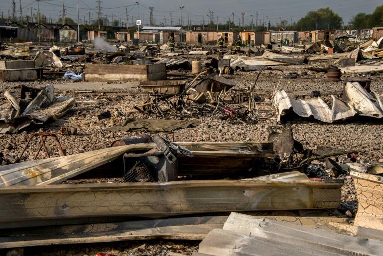 Un camp de migrants sur la Manche détruit par un incendie