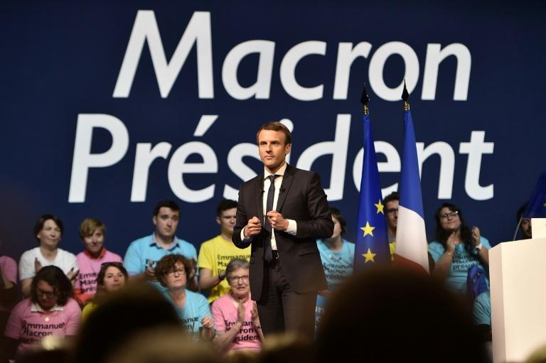 Cazeneuve accuse Le Pen et Fillon de choisir