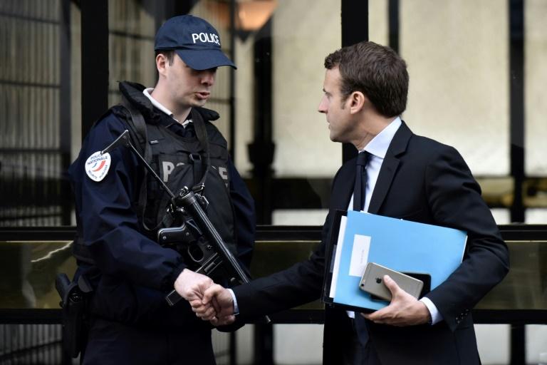 Hollande suscite l'agacement de Macron en égratignant sa campagne