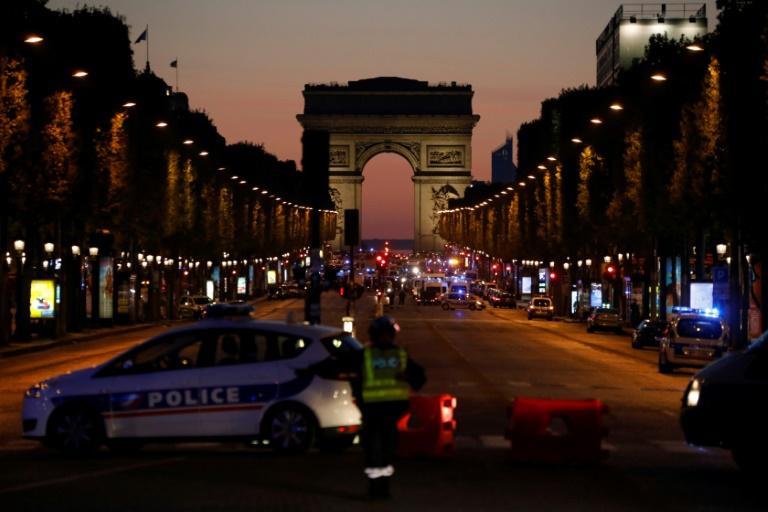 Attentat des Champs-Élysées à Paris: un homme en garde à vue