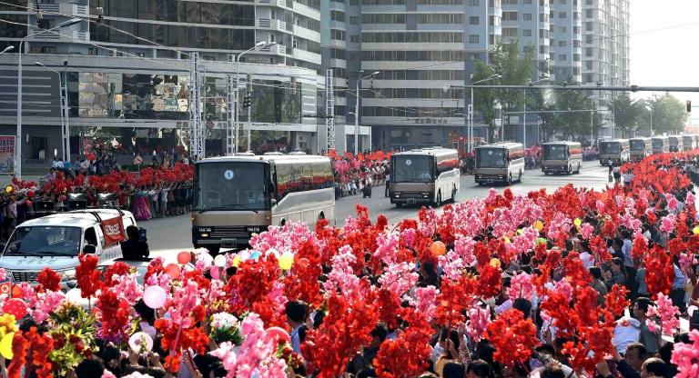 Les chercheurs nord-coréens accueillis en héros à Pyongyang