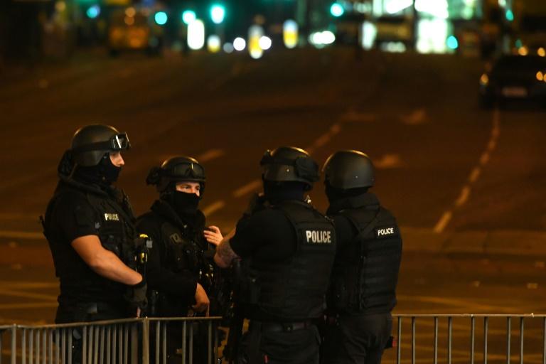 22 morts et 60 blessés suite l'explosion du lundi soir — Manchester