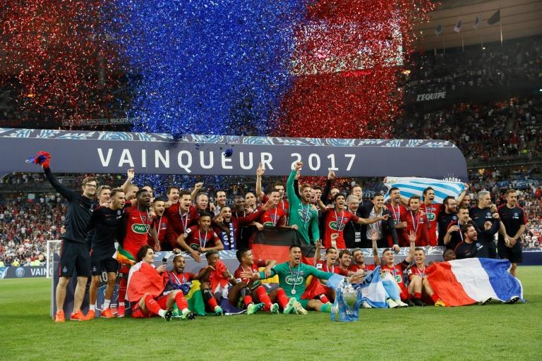 Aurier soulagé de remporter la Coupe de France — PSG