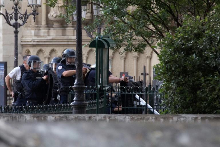 Attaque devant Notre-Dame: l'agresseur présenté à un juge antiterroriste