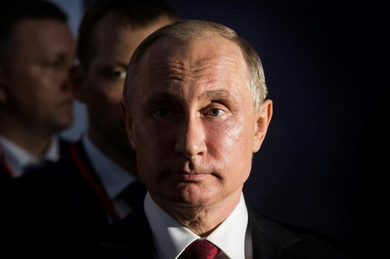 Russie: Poutine maintient le suspense sur une nouvelle candidature