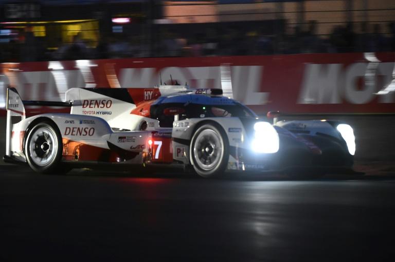 24H du Mans: après 3h45, Toyota creuse, première grosse alerte pour Porsche