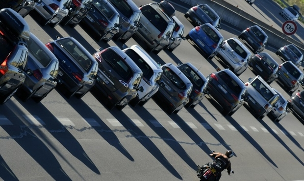 Les poids lourds vont-ils payer pour l'entretien des routes ?
