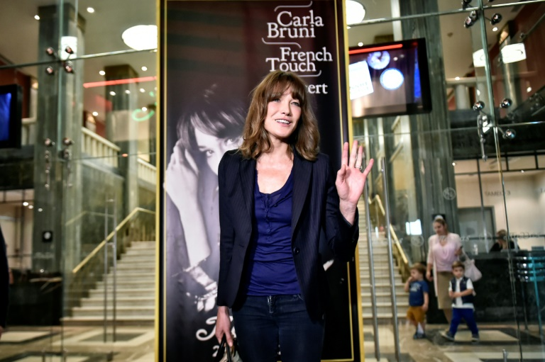 Nicolas Sarkozy la fait pleurer à chaudes larmes — Carla Bruni