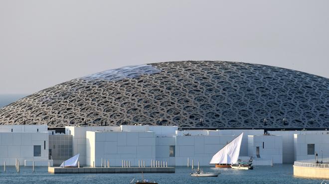 Deux journalistes de la RTS arrêtés à Abu Dhabi