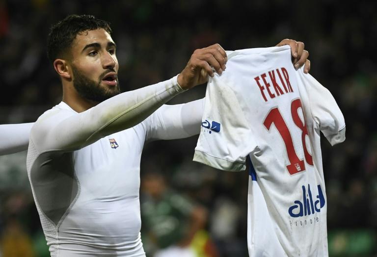 Un carton jaune puis rien d'autre la sanction pour le Lyonnais Nebil Fekir pour ce geste