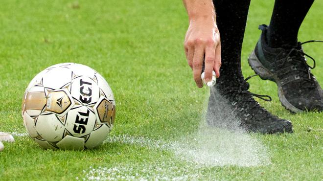 L'inventeur du spray attaque la FIFA et lui réclame... 84 millions d'euros!