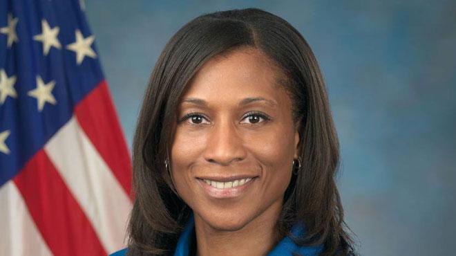 Une astronaute noire remplacée in extremis crée la polémique — NASA