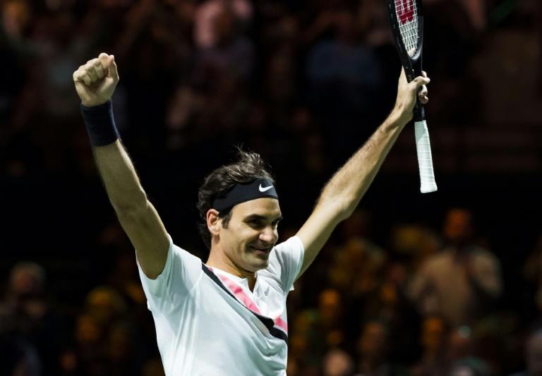 Federer soulève le titre à Rotterdam