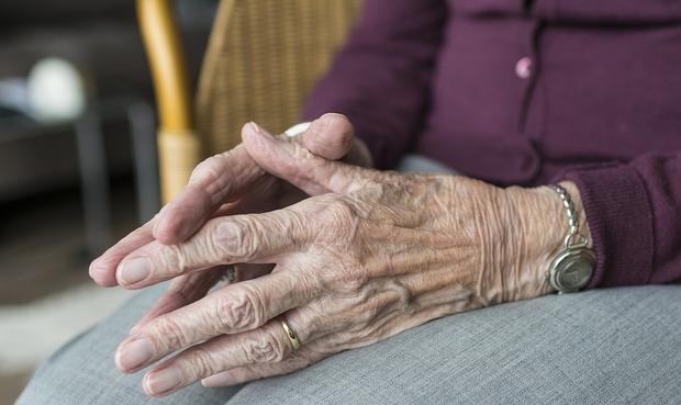 Moselle: il poignarde mortellement sa mère en maison de retraite