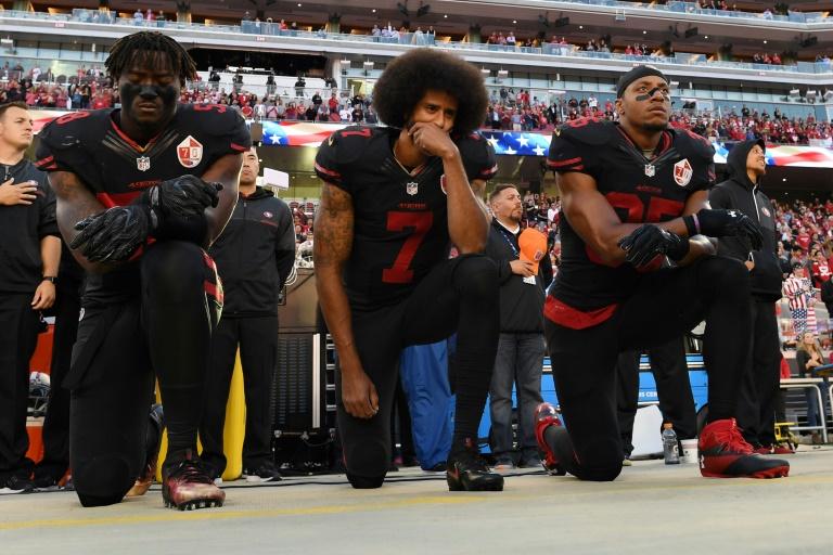 Il est dorénavant interdit de s'agenouiller pendant l'hymne national — NFL