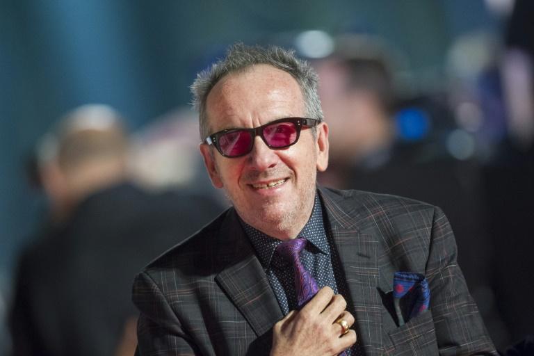 Elvis Costello lutte contre un cancer