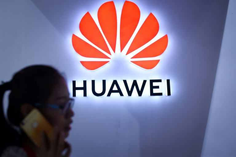 RTL Today - Mobile phones: Chinese tech 'wolf' Huawei stalks Apple