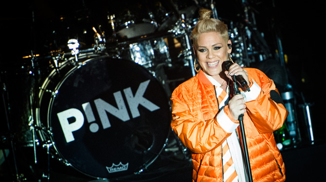 En plein concert, Pink s'arrête pour consoler une fan