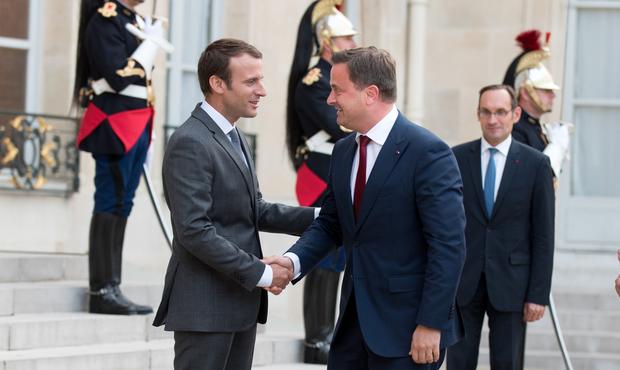 Sa rencontre fortuite avec Mélenchon — Macron à Marseille