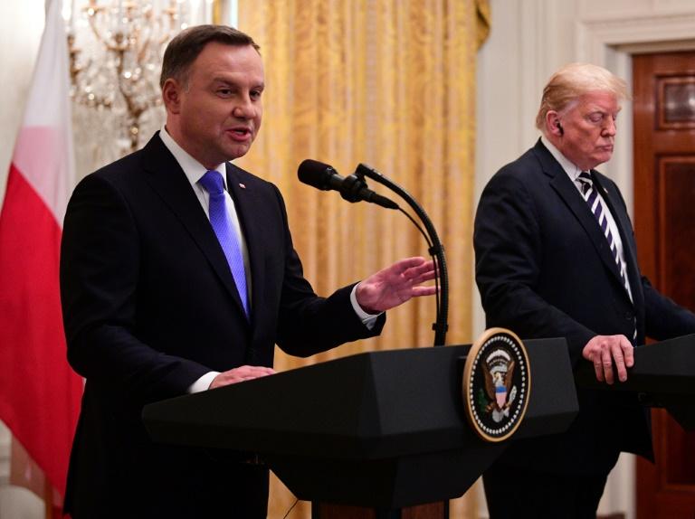 Les Etats-Unis étudient l'ouverture d'une base militaire permanente en Pologne — Trump