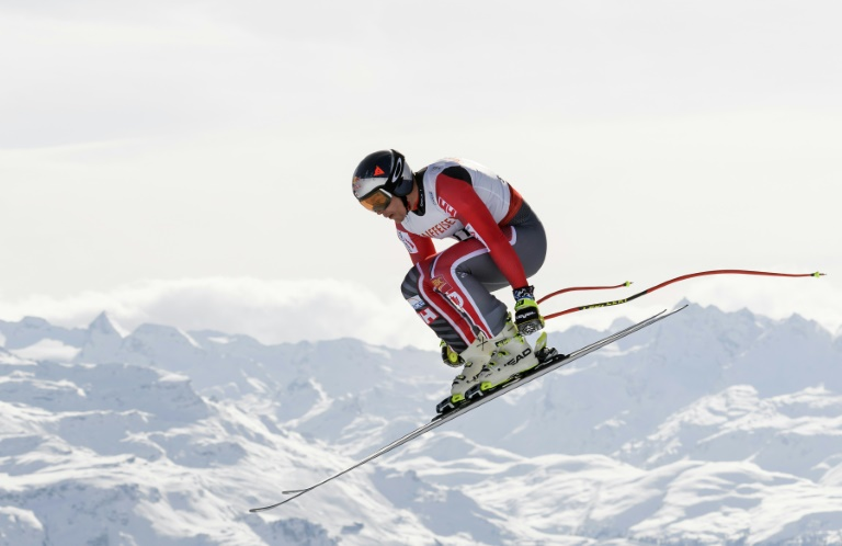 Lourde chute de Manuel Osborne-Paradis en descente d'entraînement à Lake Louise