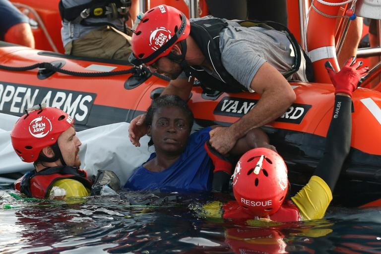 Un navire d'une ONG avec 300 migrants à bord interdit d'accoster — Italie