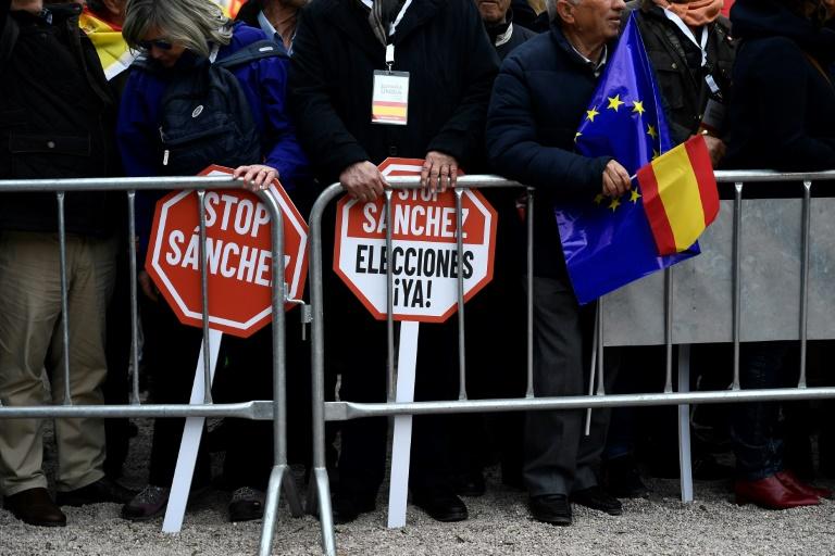 Pancartes contre le chef du gouvernement espagnol Pedro Sanchez à une manifestation le 10 février 2019 à Madrid