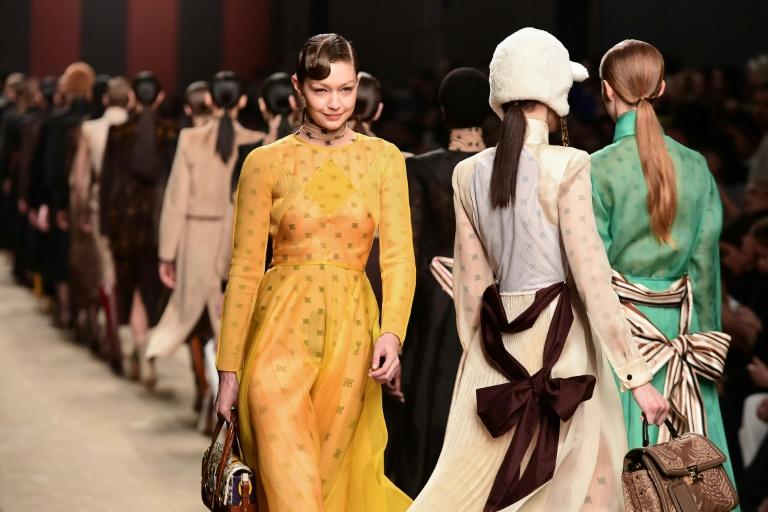 a4708b227e3 5minutes.lu - Musique et concerts - Mode à Milan  un défilé Fendi en forme  d hommage à Lagerfeld