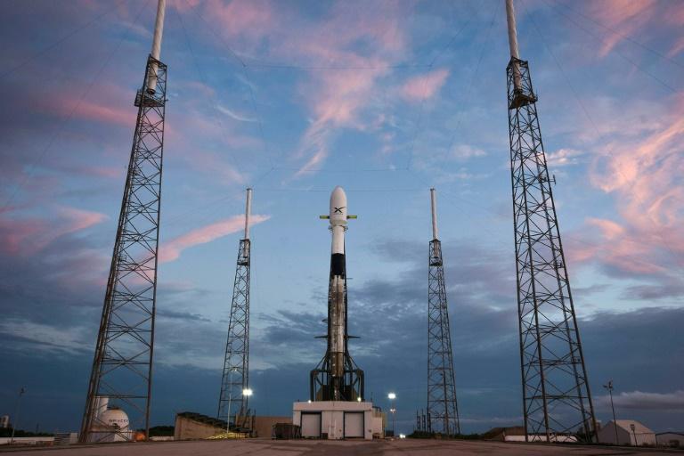 Direction l'Espace :SpaceX a lancé la première grappe de sa constellation de satellites