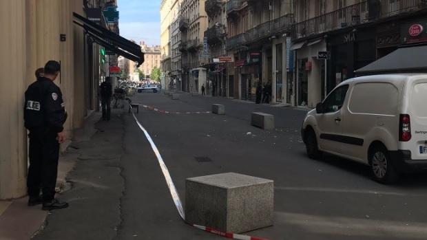 Lyon :Une explosion fait au moins treize blessés, un homme recherché