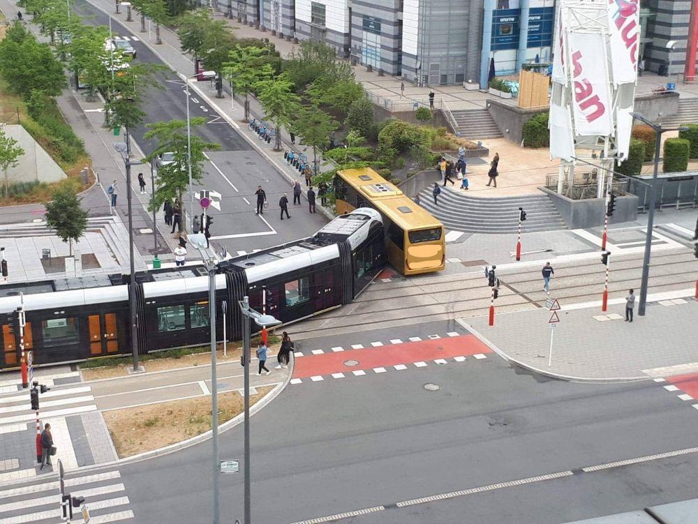 Au Kirchberg :Cinq blessés dans un impressionnant accident entre le tram et un bus