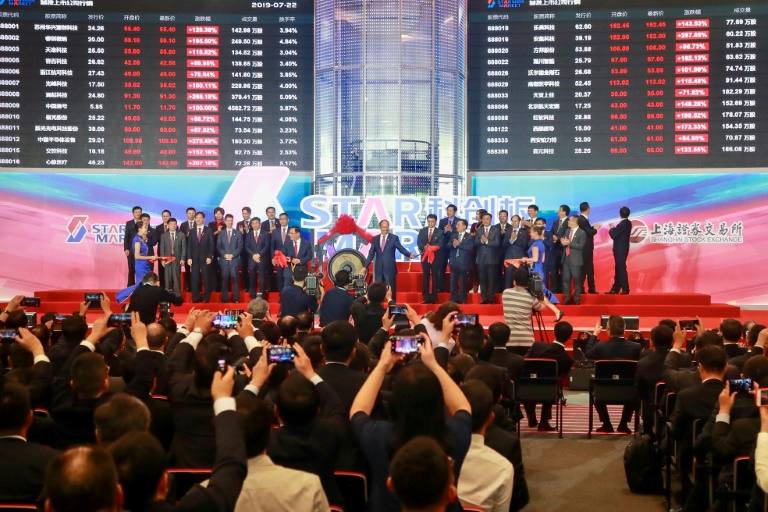RTL Today - Investor rush: Shares blast off as 'China's