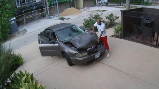 """Carrossier du dimanche :Sa voiture est cabossée? Il la """"répare"""" en un clin d'oeil"""