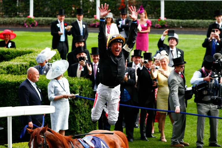 RTL Today - Horse racing: Champion stayer Stradivarius moves