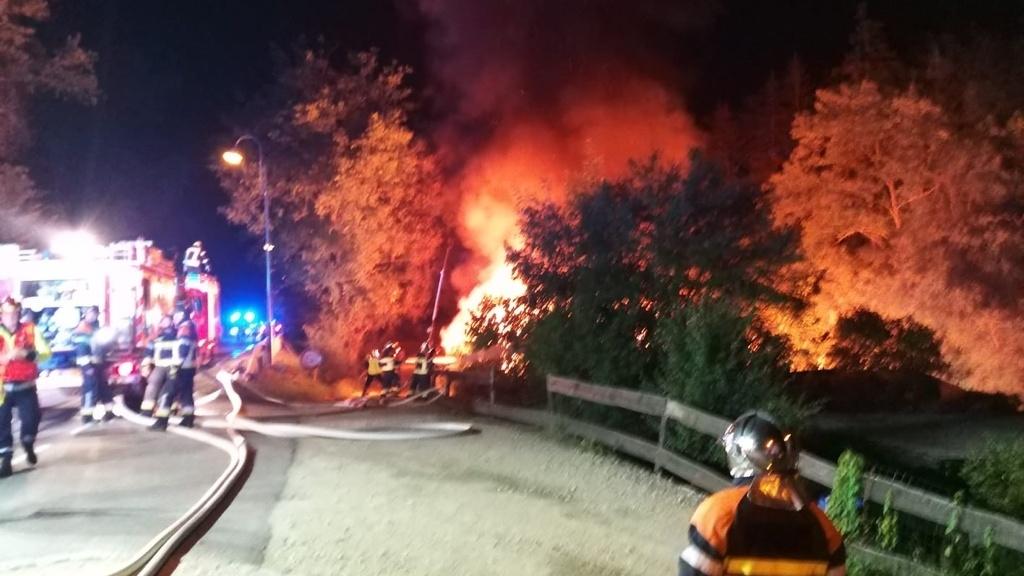 Photos :Un chalet  a pris feu au camping de Grundhof