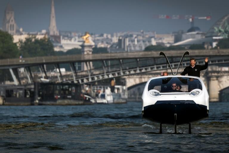 """À Paris :Nouveaux tests des Sea Bubbles, """"taxis volants"""", sur la Seine"""