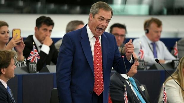 """""""Demi-portion"""" :Nigel Farage insulte Xavier Bettel au Parlement européen"""