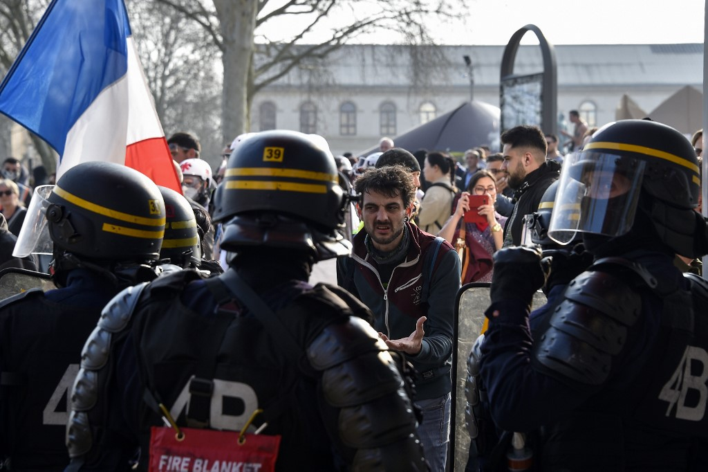 """Acte 49 à Metz :Dégradations et provocations lors de la manif des """"gilets jaunes"""""""
