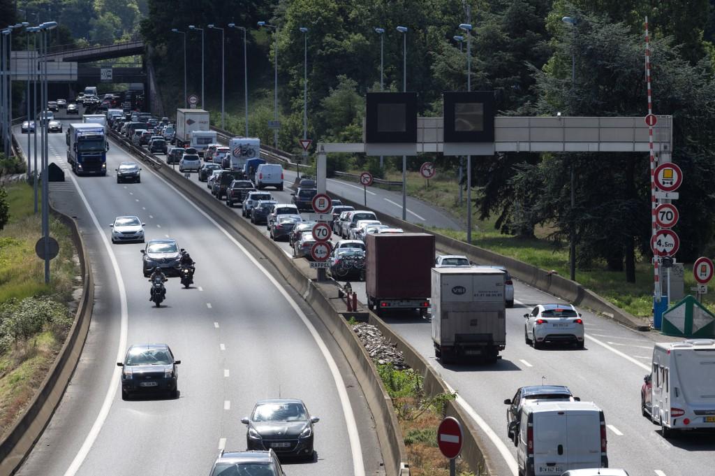 Digne de Fast And Furious?: Ils vidaient la remorque des camions qui roulaient sur l'autoroute - RTL 5 Minutes