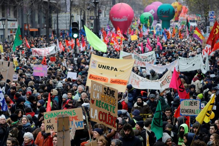 Mobilisation en France :La grève dure dans les transports, nouvelle épreuve de force en vue