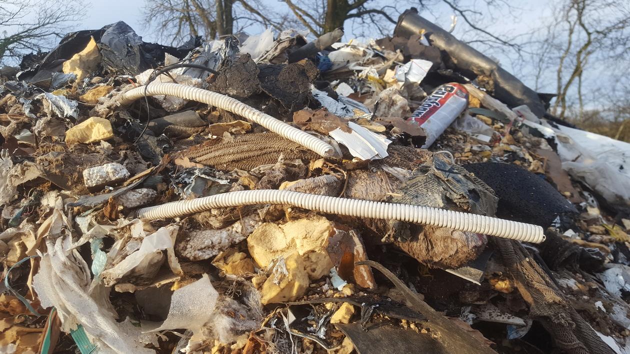 Décharges sauvage à la frontière :2,5 tonnes de déchets interceptées par les douanes
