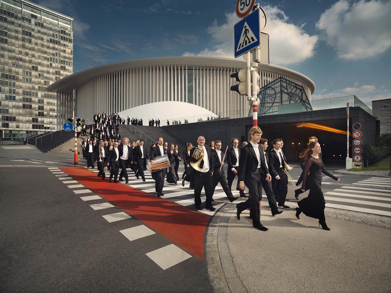 Le Boléro de Ravel :L'Orchestre Philharmonique du Luxembourg ensemble, de loin